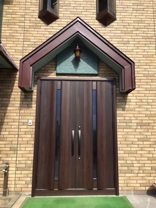 外壁とも ぴったりマッチ!玄関ドアリフォーム