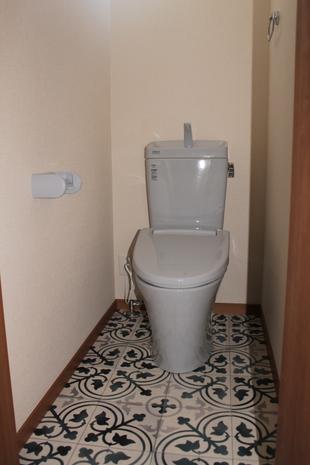 【常総市】タイル柄が印象のトイレになりました