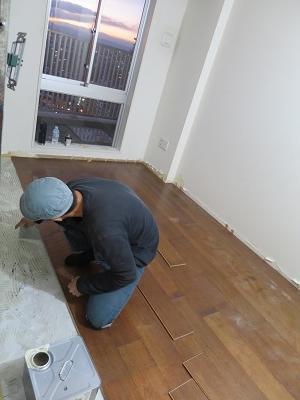 床貼り山田さん2.jpg