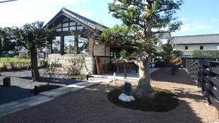 90年前に移築された長屋門と納屋が素敵なギャラリー&カフェに生まれ変わりました