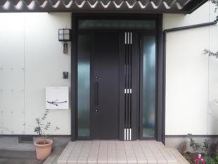 玄関リフォーム(両引戸からドアへ)