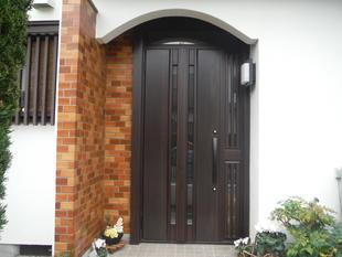 玄関ドアリフォーム工事(たった1日で、高断熱で防犯性アップの玄関に)