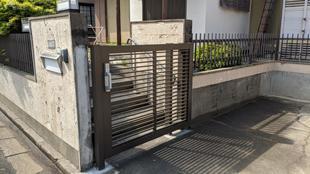 所沢市中新井 体が不自由なお母様の為に スライド門扉