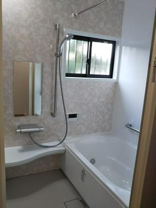 明るいユニットバスに替えた浴室リフォーム