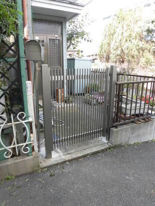 市川市 門扉の入替と一緒にポストを設置したエクステリアリフォーム