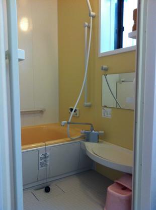 タイル張りの寒い浴室が暖か快適ユニットバスへ!