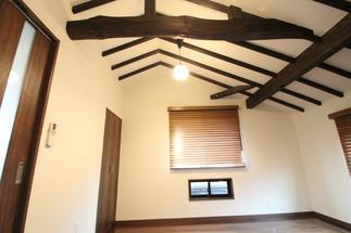 天井を取り払い開放的な洋室へ