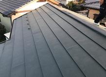 屋根は重ね葺き工法で耐候性もアップ