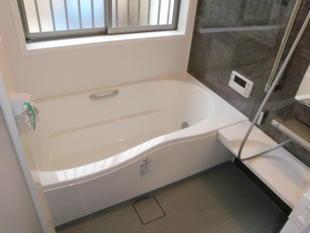 タイル貼りの狭い浴槽からゆったり1坪サイズの浴槽へ