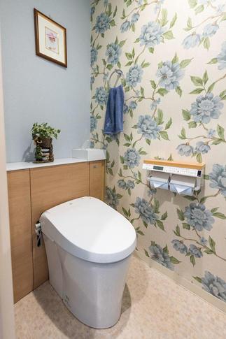 トイレにデザインクロスを貼って