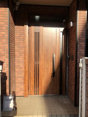 建物のデザインにふさわしい玄関ドアへ1日でグレードアップ!