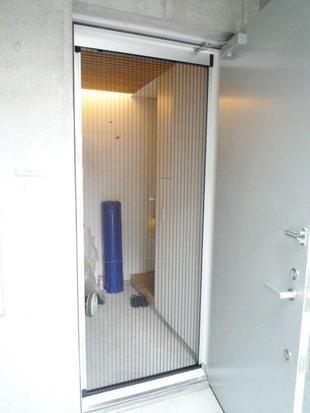 玄関網戸設置で風通しのよい住まいに 品川区H様邸