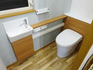 リフォレL型手洗いカウンター付でスッキリ広々トイレに 横浜市鶴見区M様邸