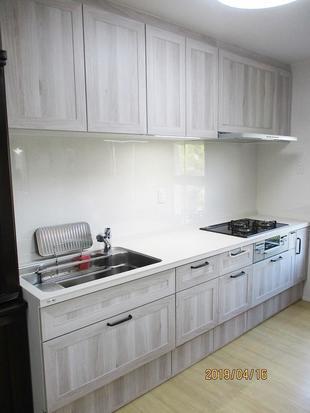 多摩市 N様邸 セラミック天板と素朴な木目のやわらか風合いキッチンに!