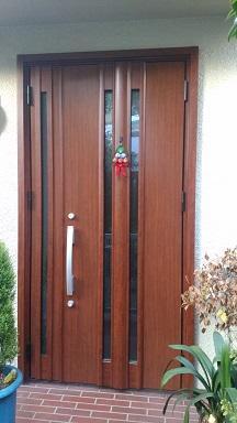 玄関ドア交換で家の顔が新しくなりました