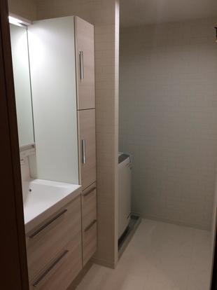 収納も増えて明るくスッキリとした洗面化粧台