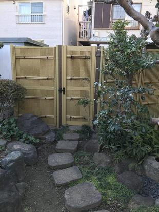 メンテナンス不要の竹調フェンス&門扉
