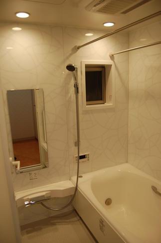 浴室も落ち着いた雰囲気でゆったりとリラックス!