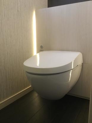 トイレリフォーム:LIXILの壁掛け「フロートトイレ」交換工事
