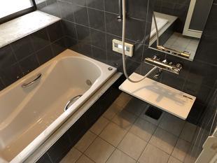 高級感溢れるシックな浴室に