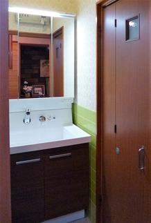 収納たっぷり・見た目すっきりの洗面化粧台