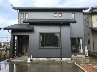 外壁と玄関ドアのリフォームで新築のように!!