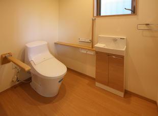 ご高齢の方が快適に住まえる浴室とトイレになりました