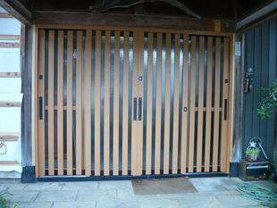 木製玄関戸をアルミ製に取替え
