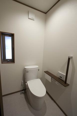 古民家の生成りのトイレ