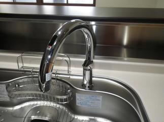 タッチレス水栓ナビッシュ
