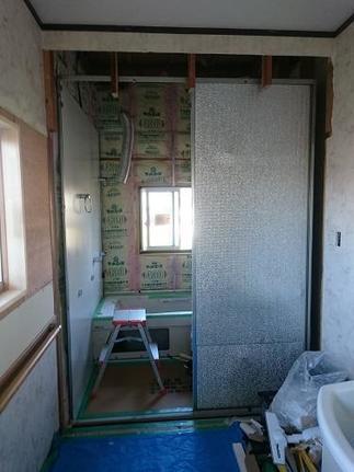 次は壁、天井、水栓の取付