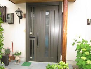 リシェント(長野市K様邸) 玄関・勝手口をリニューアル~玄関の間口は広く、勝手口は採風タイプに~
