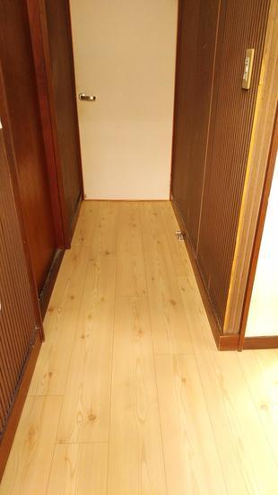 廊下の床を張り替えました