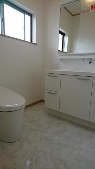 階段・勝手口・トイレ洗面化粧台をリフォームしました!