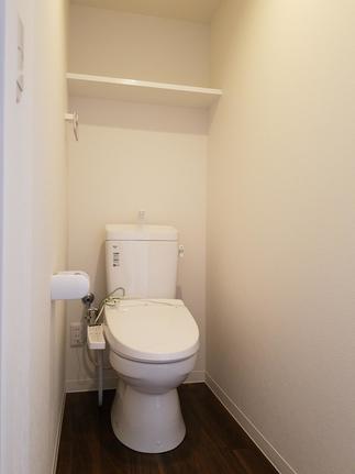 場所を替えて 真っ白なトイレ