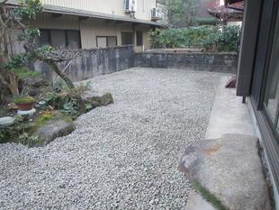 片付けと防草・防犯対策でお庭の見直し