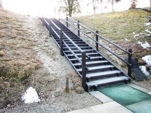 長~い屋外階段の作り直し