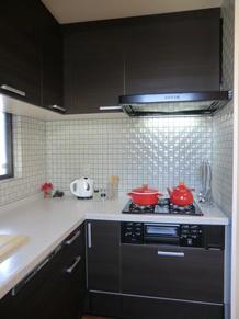 高級感のあるタイル張りキッチン