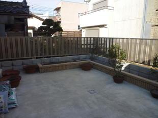 倉庫をなくしてお庭と物干し場を作りました(^O^)/