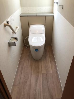 1DAYリフォーム コンパクトなトイレタンクでトイレの空間を広くみせる