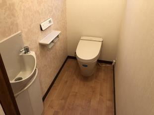 超コンパクトなトイレ!手洗い器はそのまま使い、トイレと空間をリフレッシュ