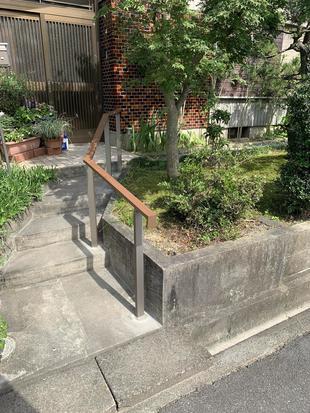 岡崎市 玄関アプローチに手すりを設置しました。