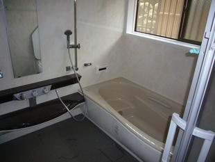 お掃除しやすく、寒くないお風呂