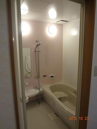 以前は土間として利用していた空間を浴室・洗面へ
