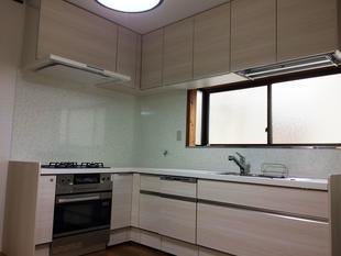 システムキッチンの入替と内装リフォームで使いやすく、明るいキッチンに