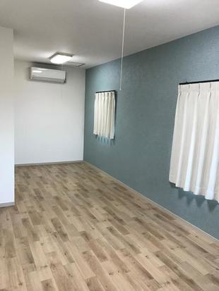 壁紙を変えるなら、是非床も!