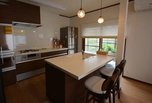 ミニマルに暮らすオープンキッチン