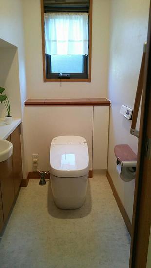 見た目もスッキリ!節水に優れたタンクレストイレ