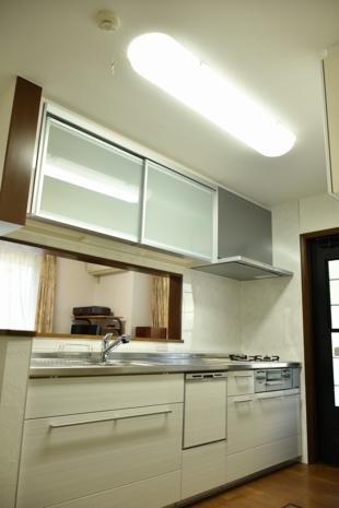 生まれ変わった!清潔感溢れる白いキッチン!