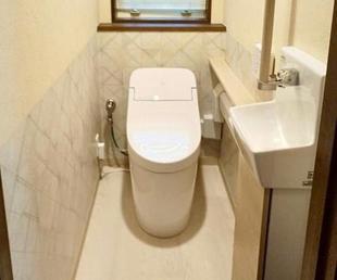【トイレ リフォーム】安全性を考慮した暖かみのあるお手洗い空間
